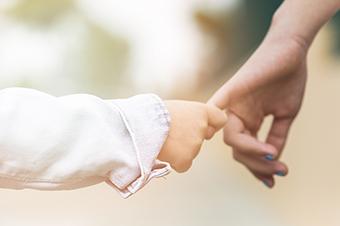 ВИЧ-инфицированным разрешат усыновлять детей-родственников