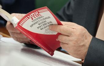 КС изучает жалобу на невозможность обжалования заключения под стражу