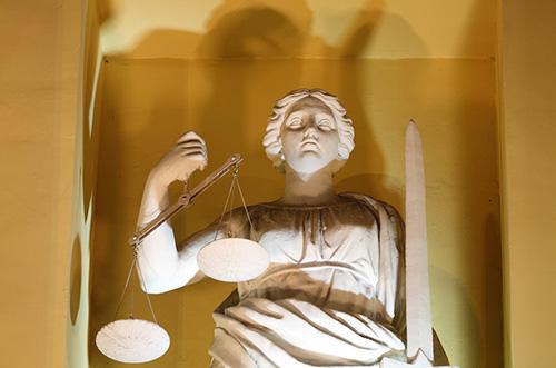 защита права на имя